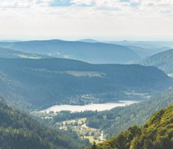 Camping Clos De La Chaume: Zicht van een meer in de Vosges